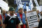 Čtvrteční ráno 16. června v Ostravě. I v Ostravě odboráři přišli podpořit stávkující kolegy. Nádraží zela prázdnotou.