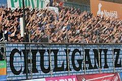 PODPORA. Fotbalisté Baníku Ostrava se v minulém prvoligovém kole mohli i ve Zlíně opřít o přízeň fanoušků. Kolik jich dorazí dnes na Bohemku?