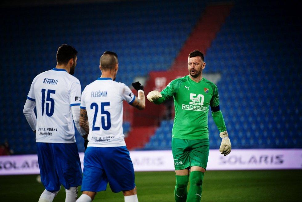 Celých 220 997 korun vyneslaonline aukce speciálních dresů fotbalového Baníku Ostrava, které mají na rukávech jména osobností z historie i současnosti pivovaru Radegast.