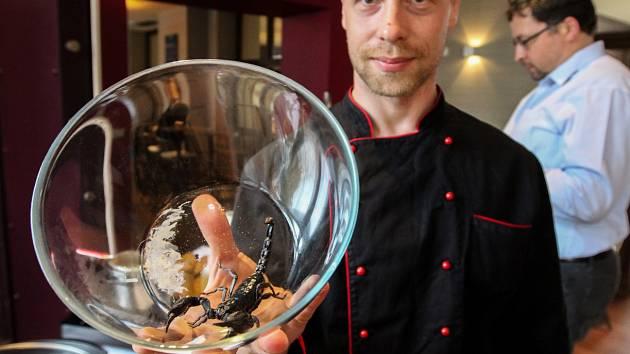 Gurmánský zážitek nabídli v restauraci v Mercure Center Ostrava - podával se hmyz, štíři i sklípkani.