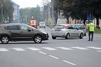 Policisté řídící křižovatku v Ostravě-Přívoze musejí být neustále ve střehu. Zmatkující motoristé jim už připravili nejednu horkou chvilku.