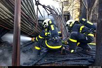 Zásah ostravských hasičů při požáru ve Vítkovicích.