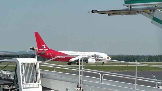 Z Letiště Leoše Janáčka bude už brzy létat pravidelná linka do Moskvy. Spoj bude zajišťován padesátimístným letounem typu Saab 2000. Vzdušné spojení chce Moravskoslezský kraj navázat i s Londýnem, Bruselem a Amsterdamem.