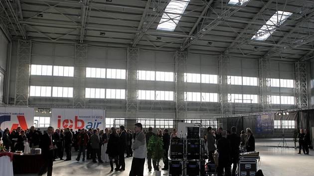 Hangár v Mošnově, kde jsou opravovány Boeingy z celého světa