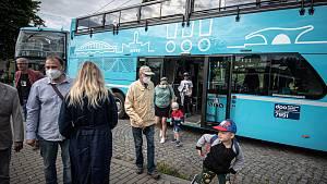 V Ostravě od soboty jezdí v Dolní oblasti Vítkovic patrové autobusy, tzv. doubledeckery, které návštěvníky vozí přes město do zoologické zahrady a zpět.