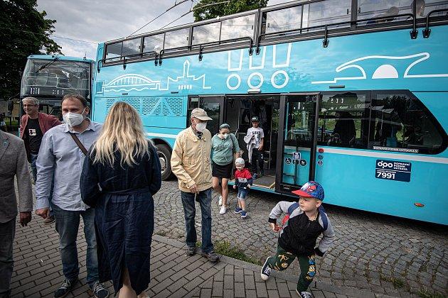 Start nové linky, kdy doubledecker spojí Dolní oblast Vítkovice se zoologickou zahradou, 5.června 2021vOstravě.