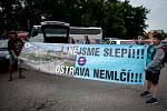 Odjezd účastníků demonstrace na pražské Letné 23. června 2019 z Ostravy.