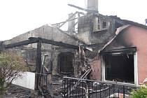 Škodu za nejméně pět milionů korun způsobil požár, který v pondělí brzy ráno zachvátil rodinný dům ve Včelařské ulici v Ostravě-Petřkovicích.