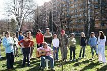 Součástí školy na ulici 28. října na Riviéře ve Frýdku-Místku je velká školní zahrada, která slouží pro netradiční formu výuky i odpočinek.