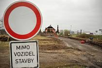 Za Základní školou Františka Formana na Dubině začaly v těchto dnech přípravné práce na stavbě výjezdového centra Ostrava-Jih.