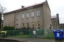 Základní škola Rostislavova ve Vítkovicích. Pokud všechno dopadne podle plánů, od školního roku 2011–2012 tam bude nová škola pro nadané děti.