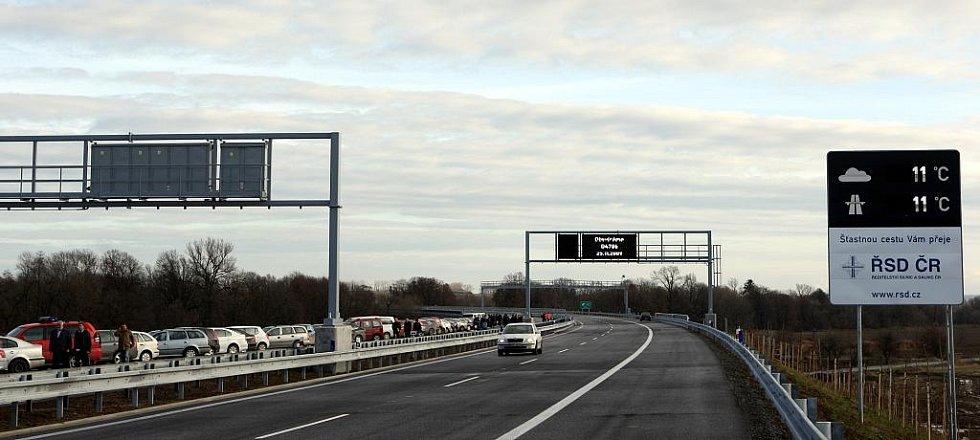 Slavnostní zprovoznění nového úseku ostravské dálnice proběhlo za účasti ministra dopravy Gustáva Slamečky, představitelů kraje a města Ostravy i zástupců dodavatelských firem.