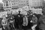 Ostravští studenti reagovali transparenty na hrubý zásah bezpečnostních složek proti demonstrantům v Praze 17. listopadu 1989.