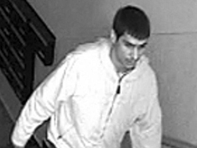 Kamera zachytila mladíka, který sexuálně napadl dívku v Ostravě-Porubě.