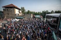 Open air koncert kapely Monkey Business v rámci Barrák music hradu, který se uskutečnil na Sleszkoostravském hradě, 1. července v Ostravě.