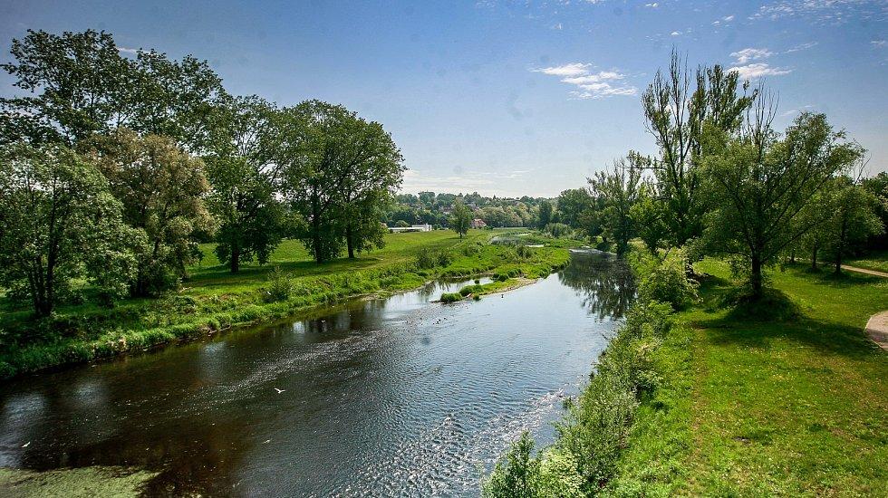 Nízký stav vody v řece Ostravici.