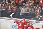 Čtvrtfinále play off hokejové extraligy - 4. zápas: HC Vítkovice Ridera - HC Oceláři Třinec, 25. března 2019 v Ostravě. Na snímku (zleva) brankář Třince Šimon Hrubec a Vladimír Roth - radost.