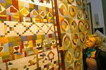 Z výstavy patchworku o ostravském K-triu