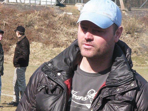Dolnolhotský trenér Martin Štverka si přeje, aby se jeho mužstvo na jaře pohybovalo v klidném středu tabulky.