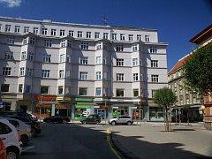 Hlavní prodejna Tuzexu, kde se prodávalo za bony luxusní zboží, byla v Puchmajerově ulici, tedy v centru Ostravy. Dnes je zde peněžní ústav Equa bank.