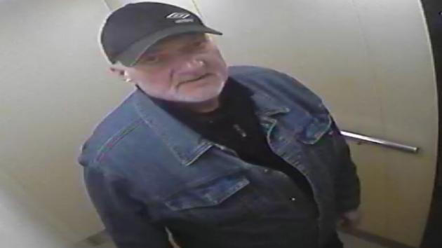 Policie zjišťovala totožnost muže z výtahu