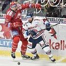 Utkání 34. kola hokejové extraligy: HC Vítkovice Ridera - HC Oceláři Třinec, 12. ledna 2019 v Ostravě. Na snímku (zleva) Tomáš Marcinko a Petr Šidlík.