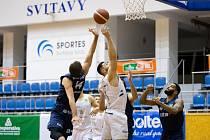 Basketbalisté Ostravy (v modrém) prohráli sobotní utkání 15. kola nejvyšší soutěže ve Svitavách 62:94 (19. prosince 2020). Foto: facebook Svitavy