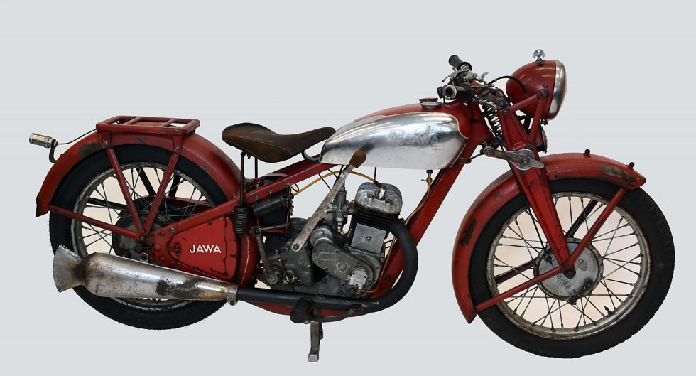 V Restaurátorské dílně při VŠB – Technické univerzitě Ostrava se zásadní proměny dočkala historická motorka Jawa 350sv z roku 1934.