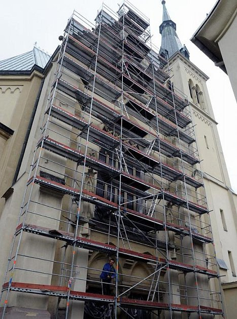 Architektonická dominanta Přívozu, kostel Neposkvrněného početí Panny Marie na náměstí Svatopluka Čecha prodělává opravu