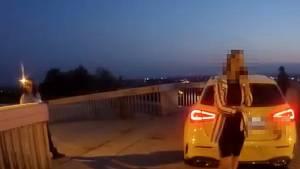 Řidička v Ostravě najela vozem na lávku pro pěší.