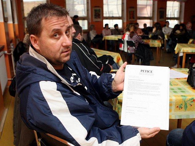 Rodiče dětí ze Základní školy Rostislavova se tento týden sešli, aby spolu probrali petici a poradili se, co dál.