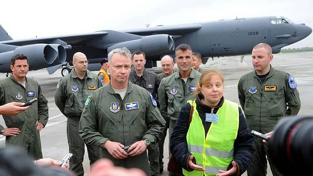 Strategický bombardér B-52 na ostravském letišti Leoše Janáčka v Mošnově