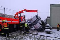 Zásah hasičů u ranní nehody v ostravské části Antošovice