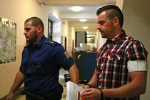 Petr Kramný (37 let) z Karviné na chodbě Krajského soudu v Ostravě.