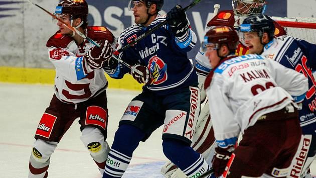 ŠŤASTNÁ SEDMIČKA? Hokejisté Vítkovic se dnes pokusí v domácí Ostravar aréně o věc nevídanou, porazit Spartu posedmé v řadě. Podaří se jim to?