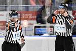 43. kolo hokejové extraligy mezi HC Vítkovice Ridera - HC Rytíři Kladno v Ostravě dne 2. února 2020. Na snímku rozhodčí.