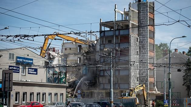 Demolice bývalé ubytovna na ulici Sadová - Sokolská třída, 5. června 2019 v Ostravě.