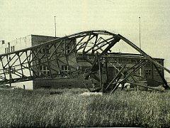 Těsně před osvobozením Ostravy byl vysílací stožár ve Svinově zničen trhavinou a elektronické přístroje zničeny kladivem.