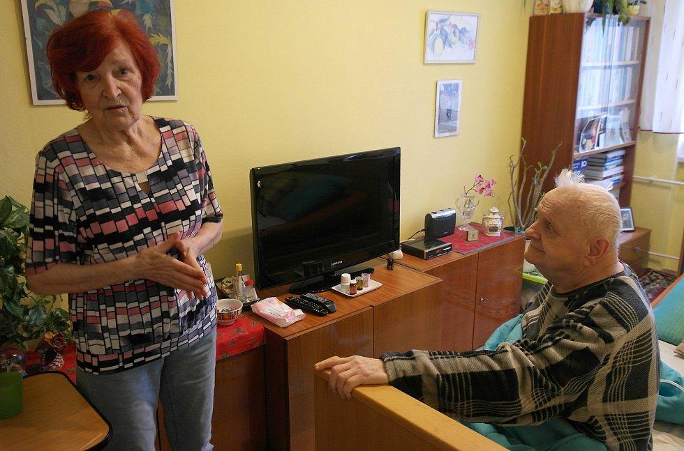 Manželé z Ostravy-Hrabůvky, Terezie má zajištěnou vakcínu, její muž Milan nikoliv.