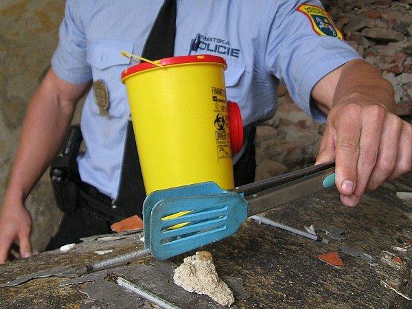 Do průzkumu Dragon se zapojila iostravská městská policie, která poskytla informace osběru jehel a injekčních stříkaček.