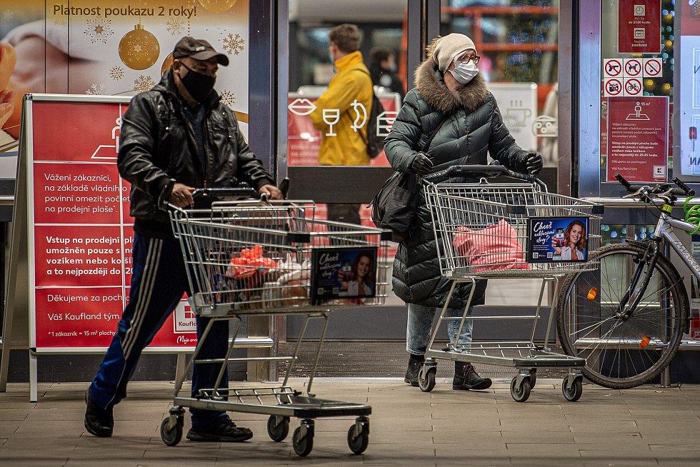 Nákupy v Moravskoslezském kraji v době koronavirové pandemie. Ilustrační foto.