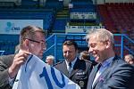 Ministr vnitra Milan Chovanec během své návštěvy Moravskoslezského kraje zavítal i na ostravské Bazaly.