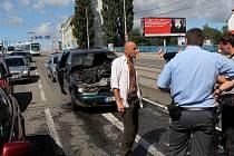 Hasiči a policisté zasahovali při požáru auta na ulici 28. října v centru Ostravy