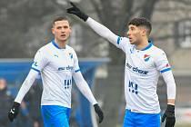 Fotbalisté Baníku Ostrava prohráli přípravné utkání s druholigovým Prostějovem 0:1. (6. ledna 2021, Ostrava). Na snímku zleva Roman Potočný a Pepe Mena.