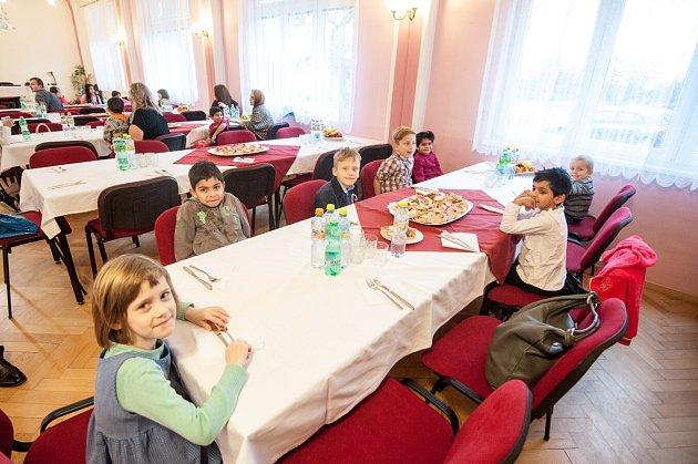 V pondělí odpoledne se v domově konalo vánoční posezení pracovníků domova s vychovateli, dětmi a se sponzory.