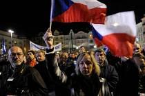 Sobotní demonstrace na Masarykově náměstí v Ostravě.