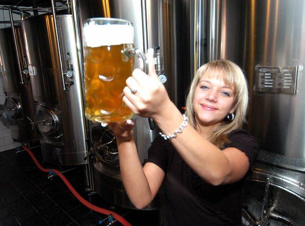 Májové pivo chutnalo i dámám