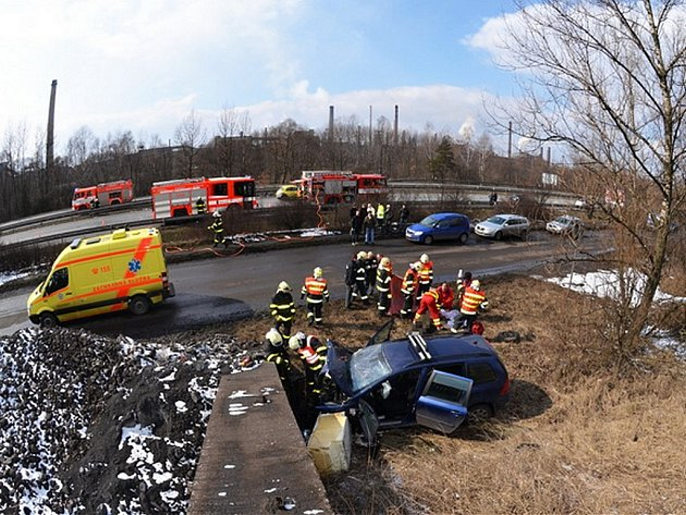 Tragická dopravní nehoda v ulici Bartovické v Ostravě–Bartovicích.