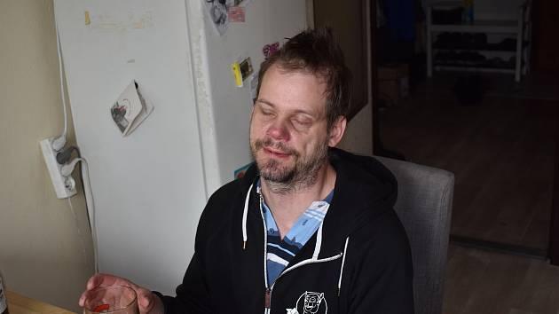 Michala informace o lidech, kteří mu chtějí pomoci, mile překvapila. Rád by se s nimi setkal.