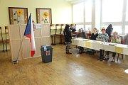 Druhé kolo prezidentských voleb v 6. ZŠ v místecké ulici Pionýrů.